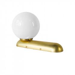 Aplique de pared, armazón de latón en acabado satinado, 1 luz, con bola de cristal Ø 14 cm en acabado opal brillo.