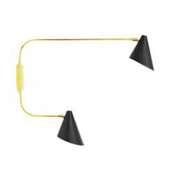 Aplique de pared, armazón de latón en acabado satinado, 2 luces, orientables, con pantallas metálicas.