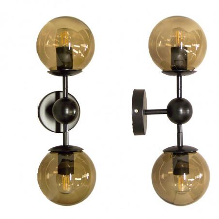 Aplique de pared, estilo retro, estructura metálica en acabado negro, 2 luces, con difusores de vidrio soplado en bola Ø 14 cm.