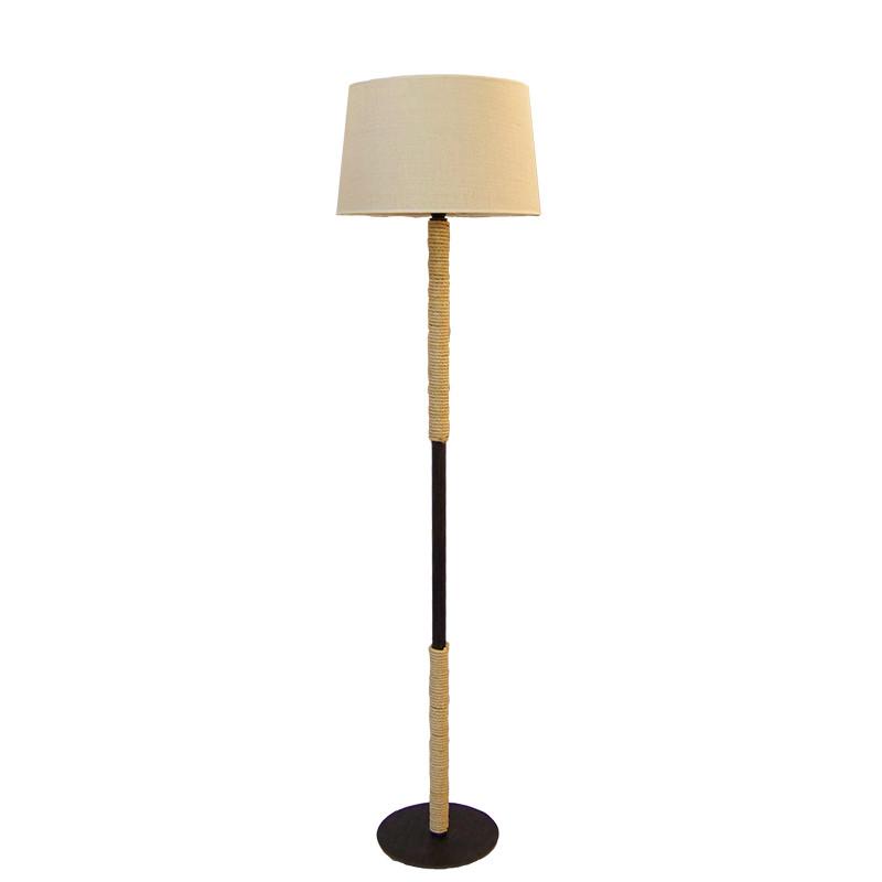 Lámpara de Pie de Salón, estilo rústico, estructura metálica en varios acabados, con cuerda de cáñamo, 1 luz, con pantalla.