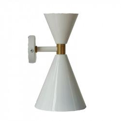 Aplique de pared retro, armazón metálico en acabado blanco, con elementos de latón en acabado satinado mate, 2 luces