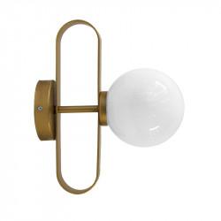 Aplique de pared, armazón metálico en acabado dorado, 1 luz, con difusor en bola Ø 14 cm, en vidrio soplado acabado opal.