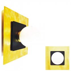 Aplique de pared, armazón rectangular de latón en acabado satinado, con elementos en negro, 1 luz, con difusor en bola