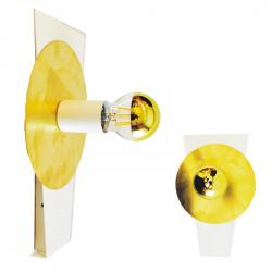 Aplique de pared, armazón metálico en acabado blanco, decorado con disco de latón en acabado satinado, 1 luz.