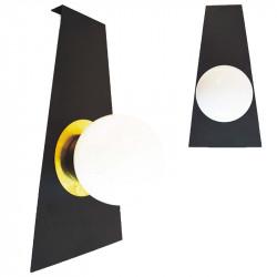 Aplique de pared, armazón metálico en acabado negro, decorado con disco de latón en acabado satinado, 1 luz.