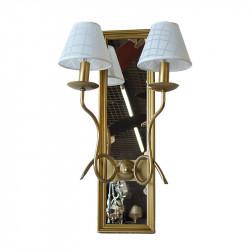 Aplique de pared, armazón metálico en acabado dorado, con marco de madera en acabado dorado y fondo de espejo