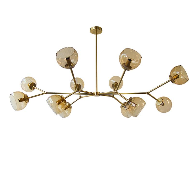 Lámpara de techo, armazón de latón en acabado satinado, 12 luces, con difusores de vidrio soplado en acabado ámbar.